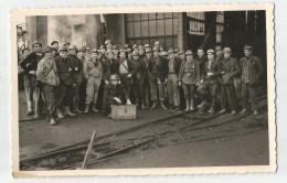 CPA Photo Mineurs à L´entrée D´une Mine Retour De Fosse Dans Un Lot Du 71casque Et Lampe Frontale - Mijnen