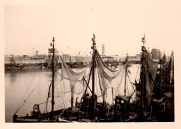 Photo Originale Port De Pêche à Identifier - Bateaux Et Filets De Pêche - Lieux