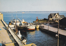 CPSM  De  SAINT-NAZAIRE  (44)  -  Bateaux Dans L' Ecluse, Près De La Terrasse Panoramique     //  TBE - Saint Nazaire