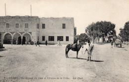 7835. CPA TUNISIE. GABES. LA MAISON DU CAÏD ET L'ENTREE DE LA VILLE. - Tunisie
