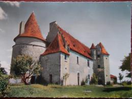 16 - MONTMOREAU - Le Château. (CPSM) - France