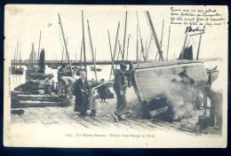 Cpa Du 29 Le Guilvinec - Nos Marins Bretons - Toilette D' Une Barque De Pêche       JIP4 - Guilvinec