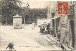 ENTRECASTAUX. LA PLACE - France