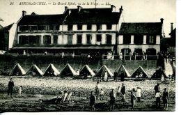 N°200 J -cpa Arromanches -le Grand Hôtel Vu De La Plage- - Arromanches