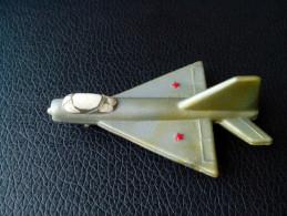 SMALL AIR PLANE RUSSIAN SOVIET ERA SU-MIG RARE  FIGURINE - Figurines