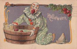HALLOWEEN POSTCARD CLOWN BOBBING FOR APPLES 1909 - Halloween