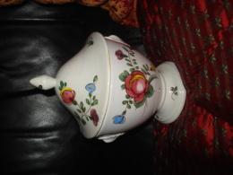 Bonbonnière -  Diam Inter  Et Haut.10cm , (signée VECCHIA  LODI)  Sur Pied Et Avec Couvercle - Céramiques