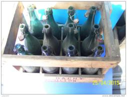 CASIER En Bois De 12 BOUTEILLES Vides De BIERE BRASSERIE J. DACHY à BOUILLON . - Beer
