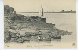 ARLES - Vue Prise Au Bord Du Rhône - Arles
