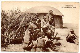 CPA AFRIQUE NOIRE - LESSOUTO - Le Soir Devant La Hutte - Lesotho