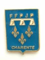 Pin´s PETANQUE - FFPJP CHARENTE - Bowls - Pétanque
