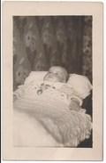 Photographie Post-mortem Enfant Format Carte Photo Postmortem Photographe Gerbert Aubervilliers - Photos