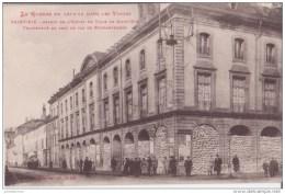 88  SAINT DIÉ ASPECDT DE HOTEL DE VILLE TRANSFORMÉ EN ABRI TRES ANIMEES CPA BON ÉTAT - Saint Die