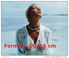 Reproduction Photographie De Brigitte Lahaie Dans L'eau De Mer En Haut Transparent Et Mouillé - Reproductions
