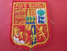 LE PAYS BASQUE FRANÇAIS    ÉCUSSON BLASON TISSU Brodé--- écusson Tissu - Patches