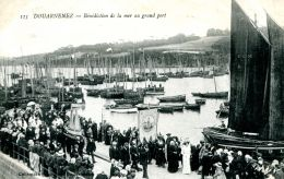 N°51022 -cpa Douarnenez -bénédiction De La Mer Au Grand Port- - Douarnenez