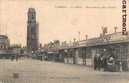 RARE CPA : CAMBRAI LA PLACE D'ARMES BARAQUEMENTS EPICERIE H. DELCAROIX CHAPELLERIE GUERRE BEFFROI 59 NORD - Cambrai