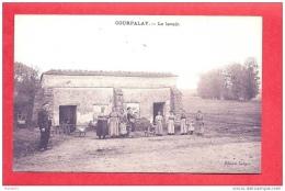 COURPALAY - Le Lavoir ( Très Animé ) / TBE - France