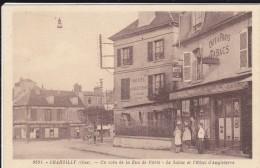 CARTE POSTALE    CHANTILLY 60 Un Coin De La Rue De Paris.Le Tabac Et L'Hotel D'Angleterre - Chantilly
