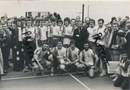 Lebbeke  : Persfoto 1977 :  Moderna  Volleybal :     Zie Verso Voor Detail   ( 18 X 13 Cm ) - Lebbeke