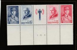 1943 - N°571A - ** (MNH) - Bas De Feuille - Au Profit Du Secours National - Neufs
