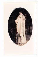 PRETRE DE DOS OFFICIANT A L'EGLISE, Chasuble, Médaillon, Ed. ? 1910 Environ - Photographie