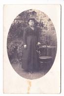 FEMME DANS LE JARDIN, PORTRAIT, Médaillon, Ed. ? 1918, Teurtheville Bocage - Photographs