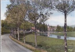 CPSM   MONTBENOIT 25  L'entrée Du Pays Et Le Doubs - Otros Municipios