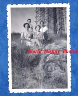 Photo Ancienne - CORNIMONT - Portrait De Femme & Fille Prés D'un Monument En Travaux - 1952 - Lieux