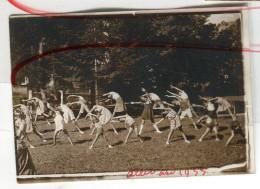 Photo Snapshot Sport Plein Air Danse Exercice ALLEVARD 1933 30 Enfant Gymnastique - Foto
