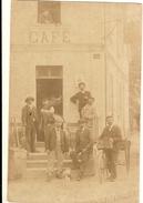 CARTE PHOTO -  GROUPE DE CONSCRIT UN CAFE ( Rue Du Nord Au 40 )  32 - Fotografie