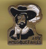 51818-Pin's-aux Trois Mousquetaires.épée... - Fencing