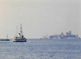 Baliseur Augustin FRESNEL Quittant Le Port De Marseille Pour La Guadeloupe 1990 - Bateaux