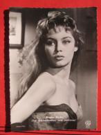 """Brigitte Bardot (Pallas Film) In """"Das Gänseblümchen Wird Entblättert (En Effeuillant La Marguerite)"""" - Artistes"""