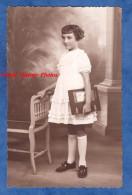 CPA Photo - Portrait Petite Fille Avec Livre HISTOIRE De MES BETES D' Alexandre Dumas édition Hachette - Girl Enfant - Non Classés