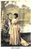 [DC3359] CPA - DONNA IN RIVA AL LAGO - Viaggiata 1905 - Old Postcard - Femmes