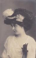 FANTAISIE---FEMME ELEGANTE Au Chapeau---(carte Gaufrée)--voir 2 Scans - Femmes