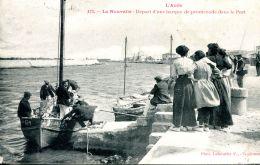 N°51152 -cpa La Nouvelle -départ D'une Barque De Promenade Dans Le Port- - Port La Nouvelle