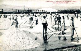 N°51153 -cpa La Nouvelle -les Salins De Sainte Lucie -la Mise Du Sel En Tas- - Port La Nouvelle