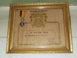 La Décoration Du Travail De Deuxième Classe GREGOIRE Louis 16 Juillet 1959 ( Ingekaderd / Zie Foto´s ) ! - Autres Collections