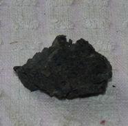 Z03 / PIERRE MINERALE NOIRE 3 X 2 X 2 Cm Environ 8 Gr - Mineralen
