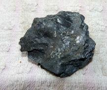 Z15 / PIERRE MINERALE NOIRE BRILLANTE 3.5 X 3.5 X 1 Cm Environ 16 Gr - Minerals