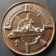 Médaille Tape De Bouche Aviso COMMANDANT L´HERMINIER Bronze FIA Ed  72mm 156 Gr Marine Corse - France