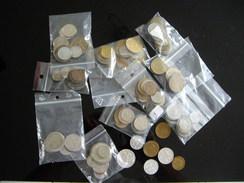 Lot De 110 Monnaies Du Monde - Monnaies & Billets
