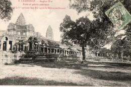 CAMBODGE - Angkor -Wat - Porte Et Galerie Extérieure De La 1er Terrasse Face Est Après Le Débrousaillement - Cambodge