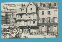 CPA 2123 - Métier Marchands Ambulants Marché Place Du Martray ST-BRIEUC 22 - Saint-Brieuc