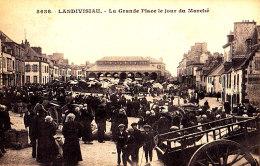 29 / LANDIVISIAU / LA GRANDE PLACE LE JOUR DU MARCHE / TRES BELLE CARTE - Landivisiau