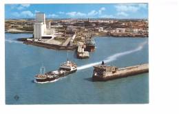17 La Rochelle La Pallice Sortie Du Port Avec Le Bac Vue Aerienne Bateau , Carte Non Voyagée - La Rochelle