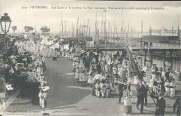 LE CROISIC-   LES QUAIS A LA HAUTEUR DU PONT TOURNANT-  VUE PRISE LE 15 AOUT PENDANT LA PROCESSION - Le Croisic
