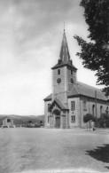 CPSM - ROMBAS (57) - Vue De L'Eglise Et Du Monument Aux Morts En 1950 - Otros Municipios